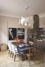 cuisine avec table à manger cuisine avec table manger stock photo wooden dining table and