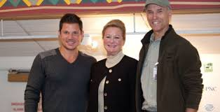 festival of lights cincinnati zoo 2017 cincinnati zoo joins nick lachey to kick off toy drive during pnc
