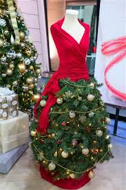 How To Decorate A Large Christmas Tree - christmas tree diy alternatives for non traditionalists today com