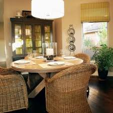 Photos HGTV - Round dining table with wicker chairs
