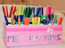 le bureau fille urgence sur le bureau le nombre de feutres stylos et crayons de