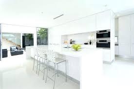 cuisine blanche avec ilot central table ronde blanc laque avec rallonge pour idees de deco de cuisine