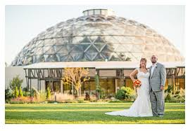 wedding photographers des moines may married greater des moines botanical garden