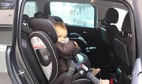 si e auto rehausseur important un bébé qui dort dans un siège auto peut être mortelle