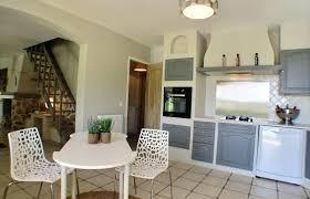 cuisine rustique repeinte en gris home staging cuisine rustique les aclacments de la cuisine acquipace