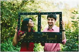 engagement photo props 22 easy props for your prewedding photoshoot frugal2fab