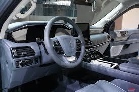 lincoln navigator 2018 lincoln navigator redefines large luxury suvs autoguide com