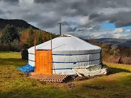 tende yurta libera polis mette la terra disposizione gratuitamente per