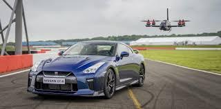 nissan gtr vs skyline it u0027s drone vs 2017 nissan gt r in this epic race slashgear
