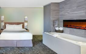 hotel accommodation u0026 jacuzzi suites days inn niagara falls usa