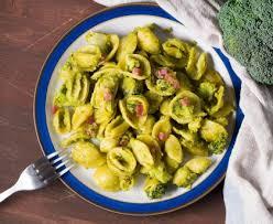 cuisiner le brocolis marmiton orecchiette aux lardons et brocolis bari italie recette de