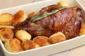 cuisiner un gigot d agneau au four gigot d agneau aux pommes boulangères quotibien fr