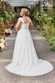 plus size wedding dress designers top 10 plus size wedding dress designers by pretty pear