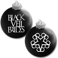 13 ornaments to make your tree rock features
