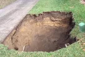 two homes sinkholes condemn two homes in florida neighborhood upi com