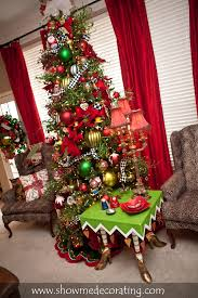 christmas tree paired with fun accessories www showmedecorating