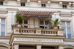 markisen fã r balkon klemm markise für den balkon vorteile des sichtschutzes im überblick