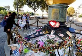 mourners remember princess diana at site of fatal crash people com