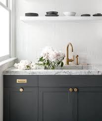Kitchen Cabinets With Knobs by Best 20 Brass Kitchen Ideas On Pinterest Traditional Kitchen
