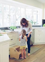 tiffani thiessen home love everything about this kitchen at home with tiffani thiessen