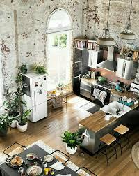 cosy cuisine esprit loft pour cette cuisine ouverte sur la salle à manger