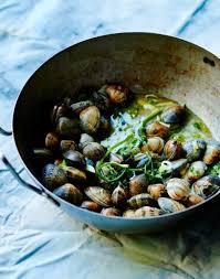 cuisiner des palourdes fraiches palourdes sautées aux herbes fraîches régal