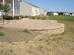 Patio Retaining Wall Ideas Ergonomic Paver Patio Designs Retaining Wall 91 Click On Images
