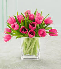 Putting Roses In A Vase Never Underestimate The Power Of Fresh Flowers In A Home That U0027s