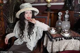 victorian era fan julia wood spends 10 000 transforming her home