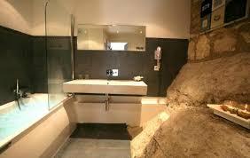 chambres d hotes troglodytes salle de bain d une chambre troglodyte photo de hôtel le d
