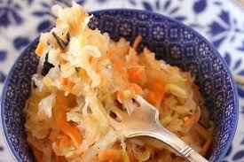 cuisiner choucroute recette de salade de choucroute crue la recette facile