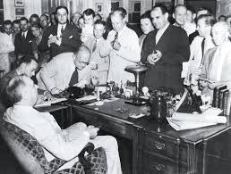 1944 president reporters at president roosevelt u0027s desk in 1944 white house