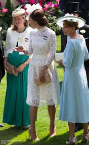 duchess kate the duchess in white lace mcqueen u0026 queen u0027s earrings