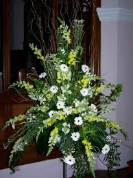 how to arrange wedding flowers for church wedding flowers for