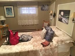chambre sous sol petit salon au sous sol entre les 2 chambres photo de gite au