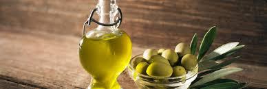 cuisiner à l huile d olive 25 astuces pour utiliser l huile d olive et pas que dans la cuisine