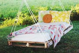 Diy Wood Pallet Outdoor Furniture by 16 Diy Outdoor Furniture Pieces Beautyharmonylife