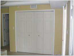 accordion folding closet doors accordion closet doors ideas