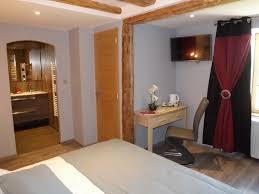 chambres hotes cantal chambre d hôtes la maison de gilbert 9022 à chaudes aigues chambre