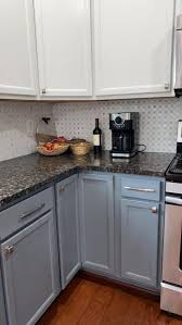 what color of backsplash with cabinets what backsplash and cabinets color could improve this