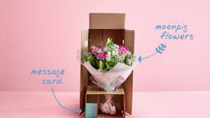 florist ta moonpig flower unboxing bouquet in a box