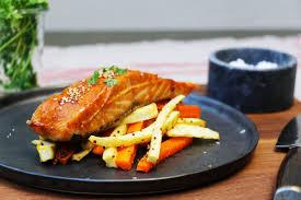 cuisiner du saumon recette de saumon facile laqué au four