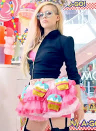 avril lavigne lol u0027hello kitty u0027 backlash extratv