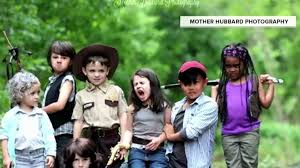 new walking dead cast 2016 mom defends walking dead photo shoot with kids today com