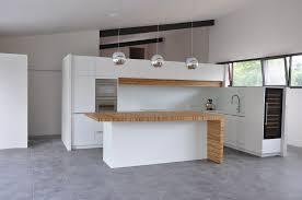 plan de travail cuisine blanche cuisine blanche plan de travail en corian bois création et