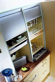 installer une cuisine uip peu profond le meuble rideau de crédence dissimule le nécessaire à