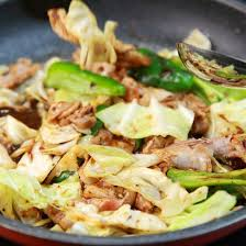 cuisiner le chou chinois poêlée de porc au gingembre soja et chou chinois cuisine az