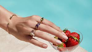 classic hand ring holder images Pomellato jewelry rings earrings bracelets pomellato online jpg