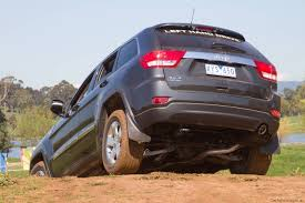 jeep grand cherokee rear bumper 2011 jeep grand cherokee unveiled photos 1 of 3