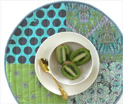 quilt pattern round and round round patchwork placemats with straight line quilting sew4home